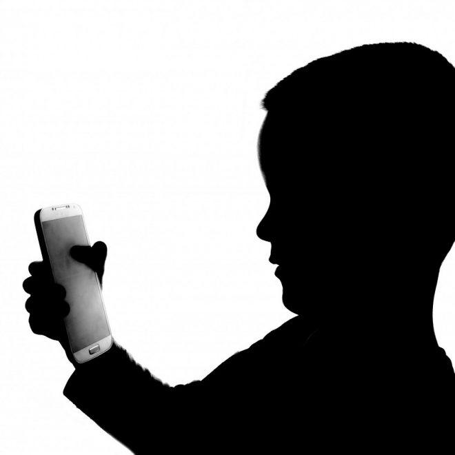 Kdaj otroku kupiti prvi mobitel?